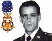 http://www.militaryparitet.com/forum/uploads/25671/thumbnails/US_Army_MSG_Gary_Gordon_with_medal_of_honor.JPG